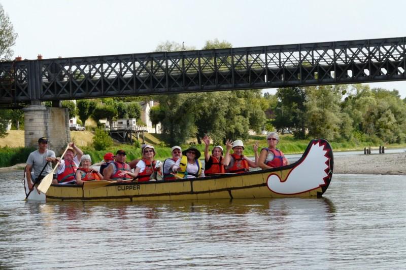 Canoë géant sur la Loire avec encadrant