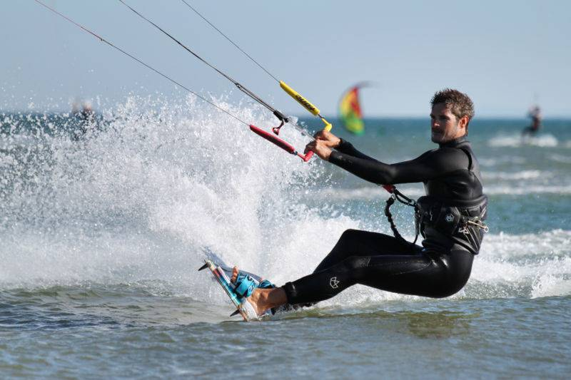 Stage de kitesurf perfectionnement à Narbonne plage
