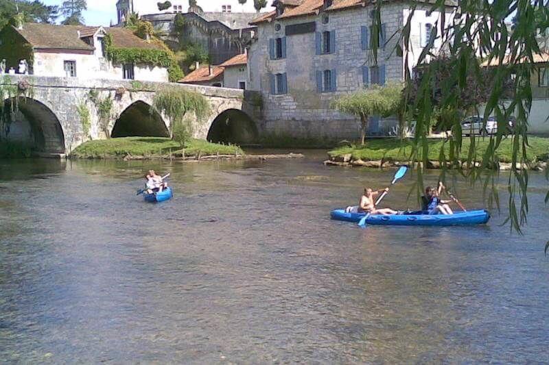 Demi journée en canoë depuis Bourdeilles