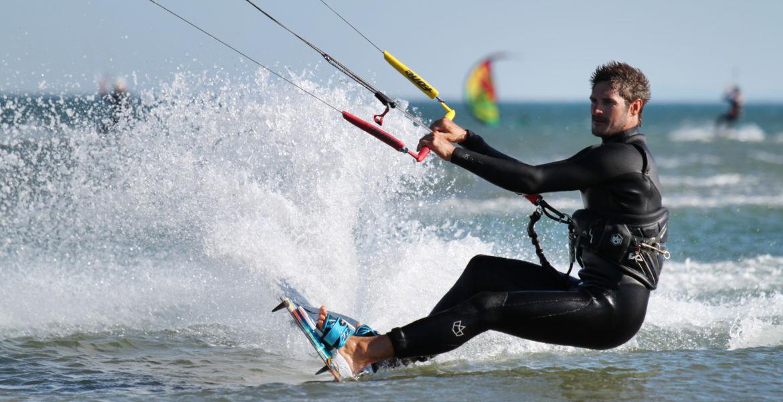 Stage de kitesurf perfectionnement à Narbonne plage ou Gruissan