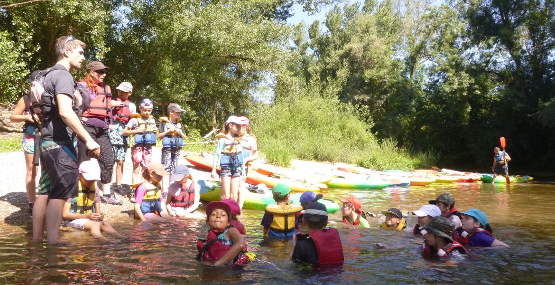 Groupe scolaire en activité kayak ! Classe verte