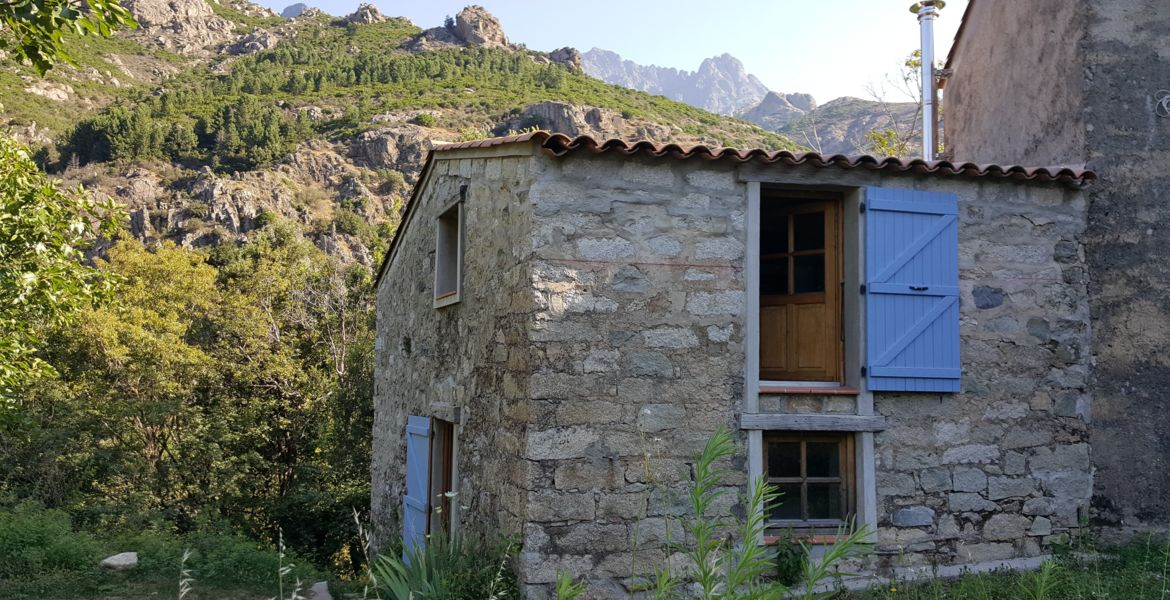 Refuge in Corsica for unusual stay near Ajaccio