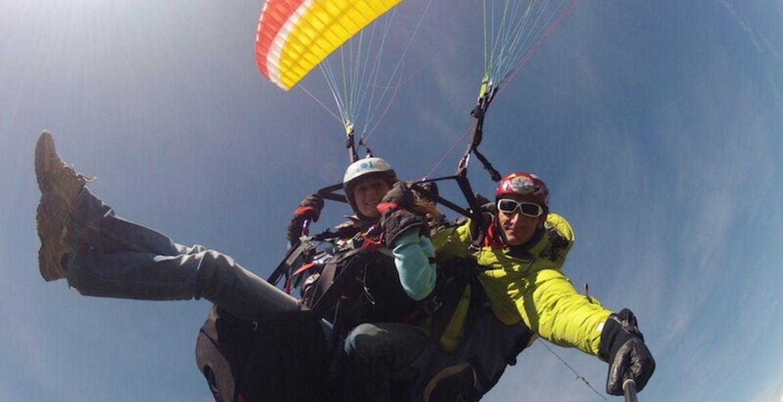 Aerial paragliding tandem