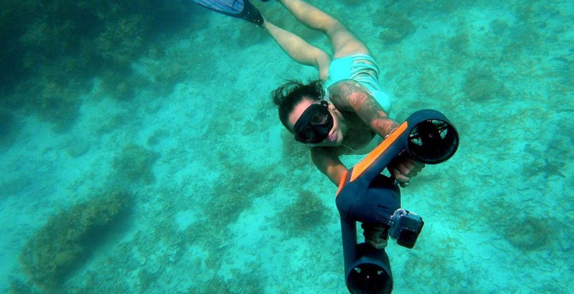 Underwater scooter rental in Compomoro