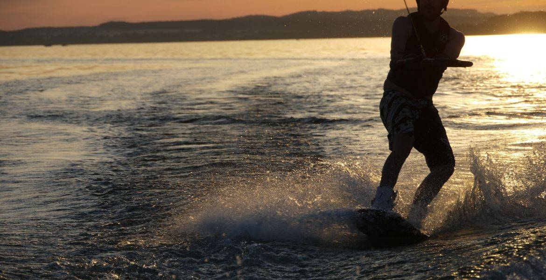 Tour di sci nautico e wakeboard a Campomoro