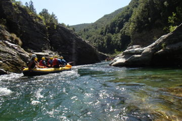 Descente en rafting ou cano'raft (avril uniquement)