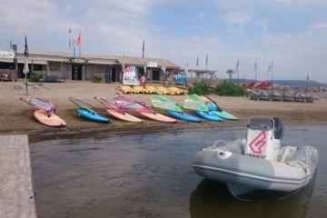 Dépose en bateau pour les activités
