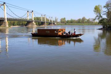 Balade en bateau traditionnel sur la loire à montjean et decouverte de montjean et son histoire