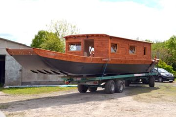 Boat building: toue, futreau, barque and other loire and river boats
