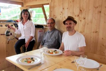 Dinner on board, concocted by a master-restaurateur specializing in loire fish