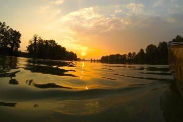 Rafting, coucher de soleil sur le lac