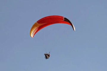 Handicap paragliding tandem