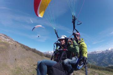 pilot paragliding tandem