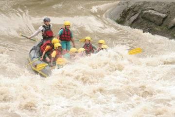 Descente rafting sur le gave de pau -parcours banzai demi journée rieulhes-camping de lestelle betharram