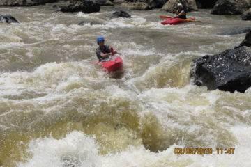 Kayak en eau vive dans les pyrénées (classe ii et iii)