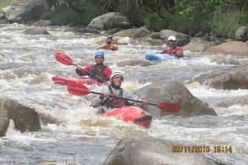 Kayak en haute rivière dans les pyrénées (classe iv et v)