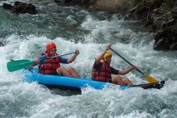 Descente en rafting sur la gartempe descente hot dog / canoe raft